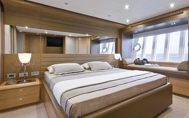 ferretti_800-yacht-boat-location-charter-7.png